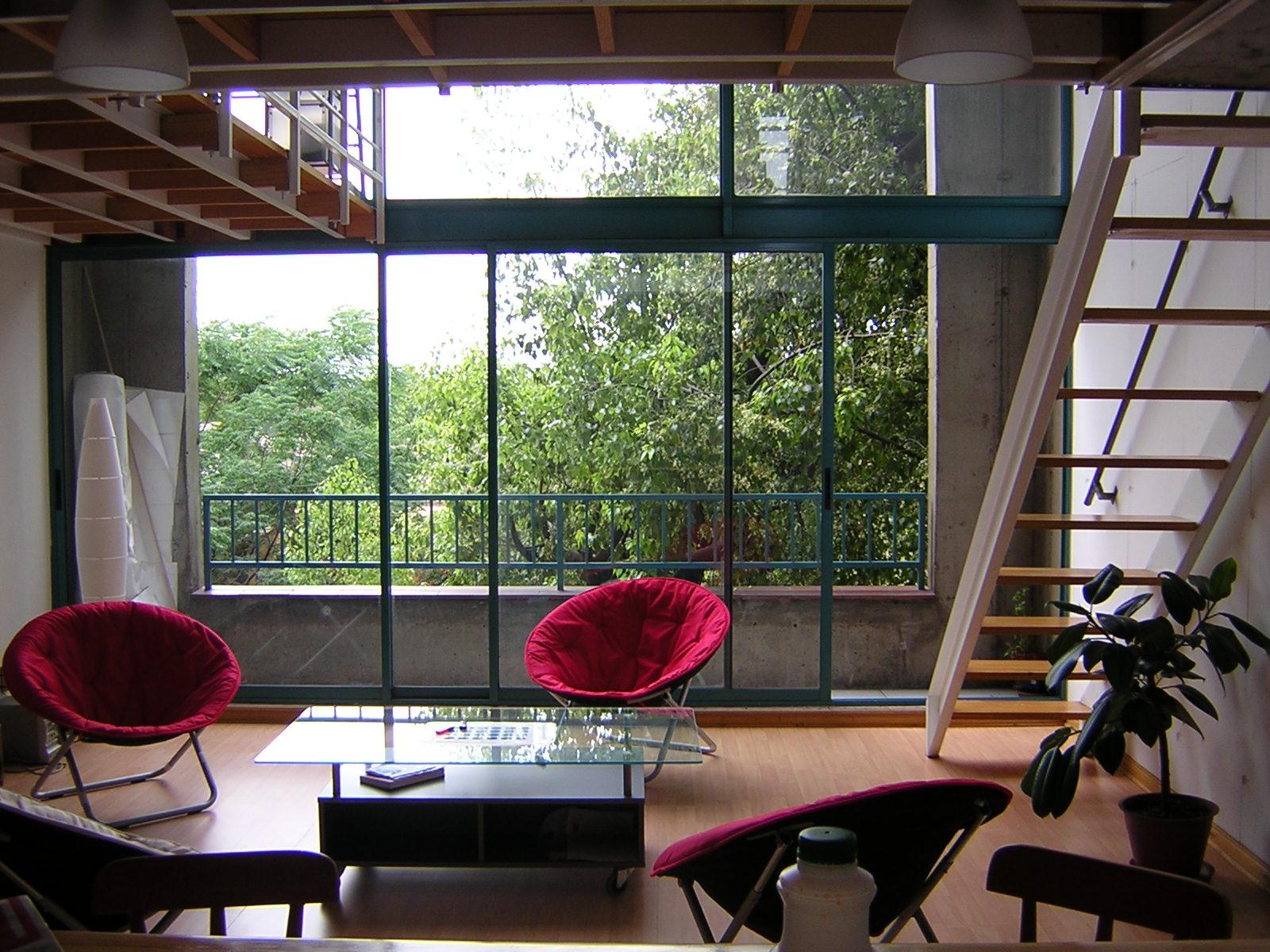 Jak zaaranżować okno tarasowe lub balkonowe, aby było eleganckie i funkcjonalne?