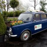 Samochód na emeryturze jako ozdoba ogrodu